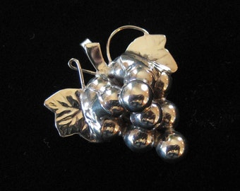 Sterling Silver Bunch of Grapes Brooch/Pendant