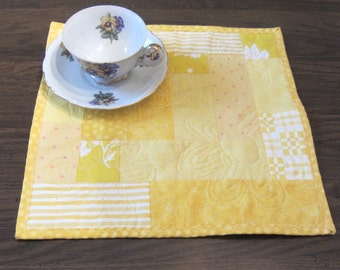 Spring Yellow Pieced and Quilted Daisy Mug Rug