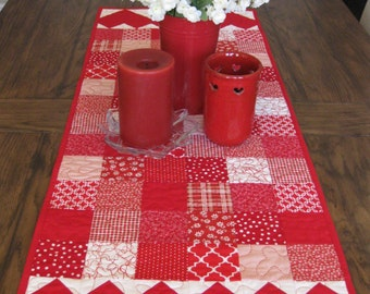 SALE Hearts Table Runner