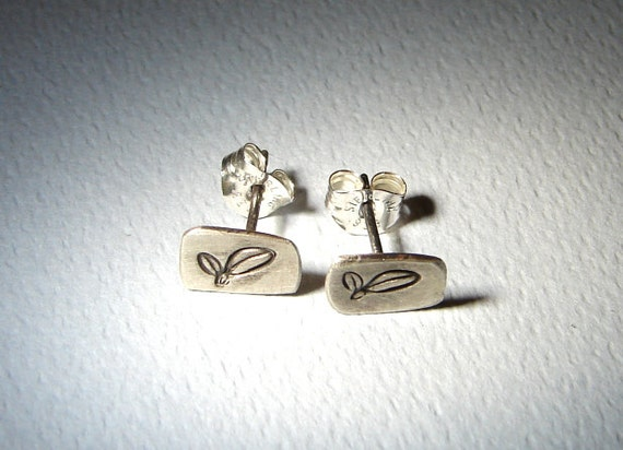 Sterling Silver Stud Earrings with Leaf Design and Brushed Patina - Solid 925 ER918