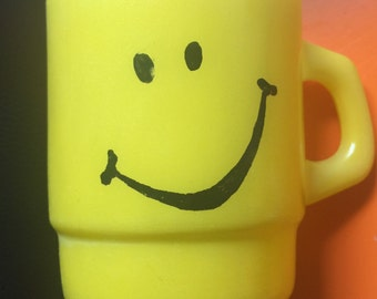 Anchor Hocking Vintage Yellow Happy Smiley Face Stackable Coffee Mug