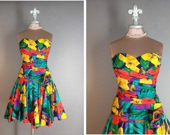 80s 1980s BLACK FLORAL PRINT tropical flowers palms full skirt garden party cotton sun dress