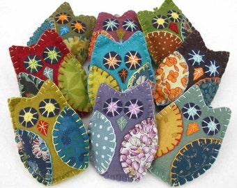 Felt Owl ornaments.Handmade felt owls,Retro colours.Set of 3 hanging patchwork owl decorations.Owl Christmas ornaments, wedding favours..