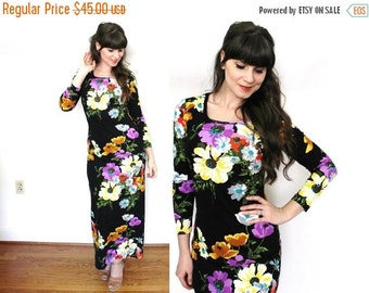 ON SALE 70s Maxi Dress / 1970s Dark Floral Dress