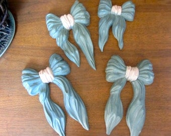 SALE! 4 Pieces LOT Resin Vintage HOMCO Bows Grey (gray blue) and Pink Wall Hangings Art