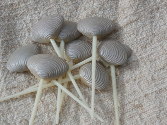 10 vintage plastic clam shell picks for crafting canapes for How to make canape shells at home