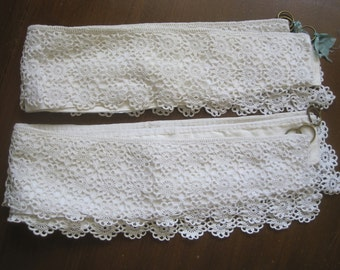 Pretty pair of vintage French curtain tiebacks in hand crochet lace, white, curtain dressing, shabby chic