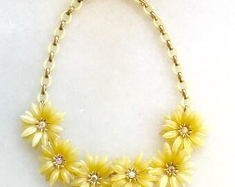Vintage daisy plastic & rhinestone necklace