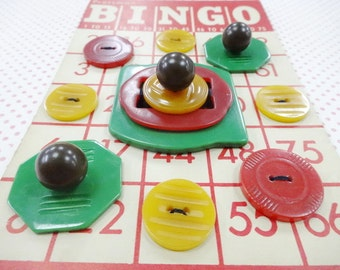 Bakelite Bingo Vintage Casein Catalin Plastics Sewing Buttons Art Card Stacked Buttons Buckles Notions