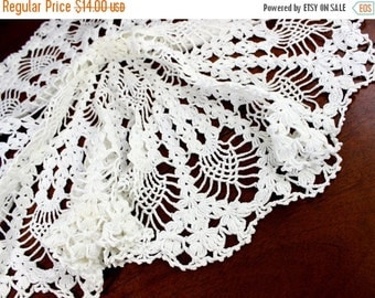 DAMAGED 25 Inch Large Crochet Doily or Centerpiece - Pineapple Patterned in White 12380