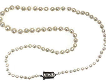 Vintage pearl necklace with white gold closure set with rose cut diamonds