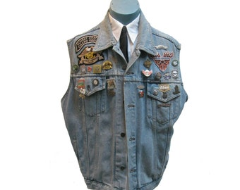 Mens Motorcycle Vest Vintage Pre Owned Harley-Davidison Motor Clothes Sleeveless Blue Denim Jacket with HOG owners Patches and Biker Pins