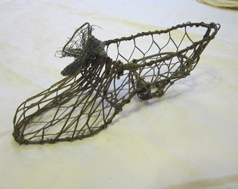 vintage metal mesh shoe with wire bow - 5.25 inches