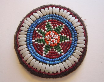 vintage Gul i Peron beaded batch, flower patch - 3.375 inches