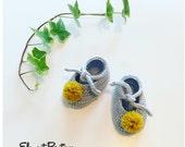 Pom-pom booties in soft cotton blend yarn, unisex, size newborn to 18 months