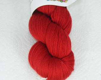 Red recycled pure merino wool yarn