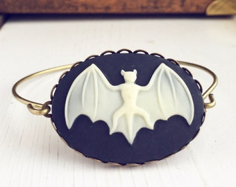 Bat Cameo Bangle Bracelet / Halloween Lover Gift Bat Costume Cosplay Gothic Goth Steampunk Pirate Womens Accessories Outfit Cameo Lover