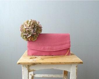 40% OFF SALE // Vintage clutch. 1970s clutch. Gold chain handbag. pink bag