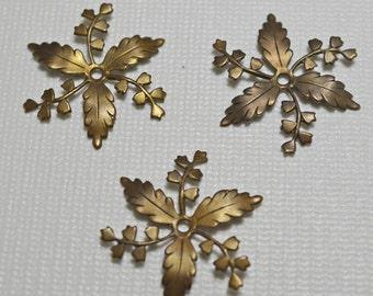 Natural brass flower drops, 30mm - #2049