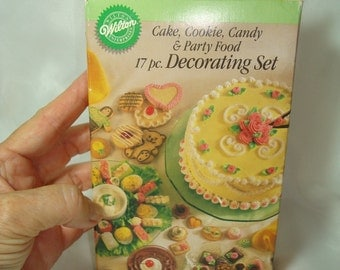 Vintage New 1990 WILTON Cake Cookie Candy and Party Food Decorating Set.