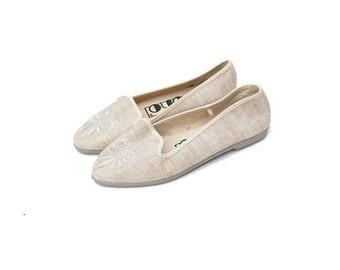 SALE!!!!!!!!!! Cream/beige fleur de lis slippers 1980s 1990s VINTAGE