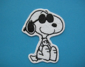 Iron-on Embroidered Patch Snoopy Sunny Day 2.9 inch
