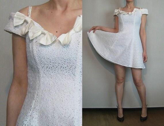 SaLE 80s WHITE LACE Boned Vintage Zig Zag Floral Corset Bustier Off Shoulder Effect Bow Bows Mini Party Dress xs Small 1980s