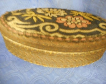 x Bullion trimmed oval dresser box with crewel style decorated top (FF042116-04J)