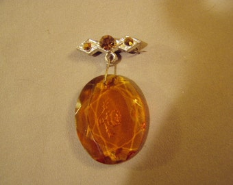 Vintage 1930s Art Deco Amber Faceted Glass Lapel Pin With Etched Flower Rhinestone Bar Pin Dangling Stone 8571