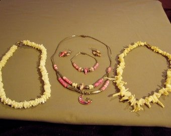 Vintage Lot Shell Branch Coral Necklaces & Carved Bird Fetish 3 Pc Set 8440