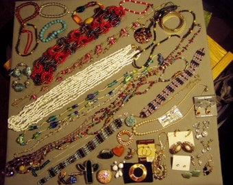 Vintage Lot 1960s to 1980s Glass & Yel Gold Tone 16 Necklaces 9 Bracelets Pins Earrings 8474