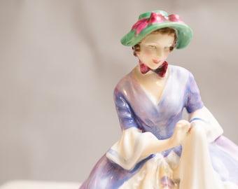 Royal Doulton Griselda HN1993  L. Harradine 1947-1953 Lavender dress