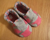 zig zag sparkly pink and gray toddler girls tennies leather size 7/ 2T baby shoes mud turtles and more