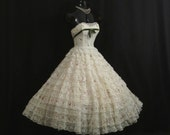 Vintage 50's 1950's STRAPLESS  Cotillion Formals Tiered Ivory Lace Embroidered Floral Bouquets Circle Skirt Party Prom Wedding Dress