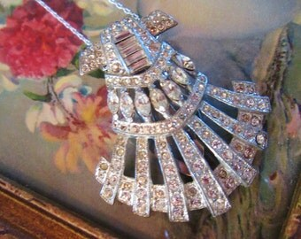 Impeccable Antique Art Deco Pendant Fur Clip White Silver Sparkling Rhinstoned