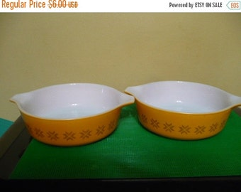 Save 10% 2 -Vintage Pyrex #471 1 Pint Casserole Dish Pattern: Town and Country - Price Is For Each -No Lids - Slight Scratches