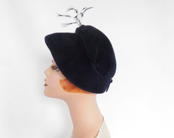 Vintage 1950s hat, navy blue with feathers