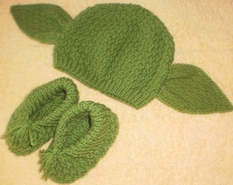 Yoda beanie, 3-6 months size and booties.