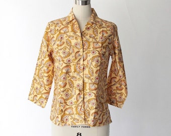 1970s Printed Cotton Button Up Blouse // 70s Vintage Light Yellow Top with Three-Quarter Sleeves // Small