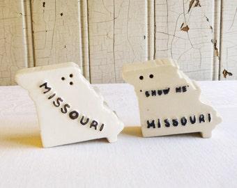 Vintage Missouri Souvenir Salt and Pepper Set - Parkcraft State Shaped Ceramic Salt & Pepper - Mid-Century 1960s - Camper Decor - Glamping
