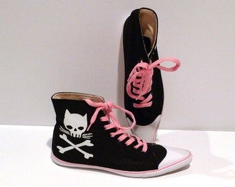 Cat Skull with Crossbones High Tops Vintage Womens Size 10 Sneakers Black with pink pointed toe hi top Pointy Toe Kicks Punk Rockabilly Goth