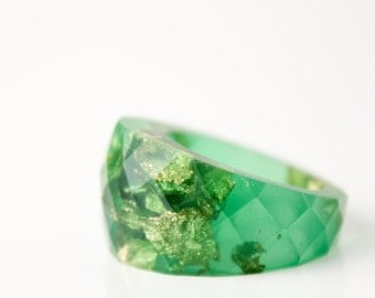 jade green resin ring   size 6.5   round faceted eco resin cocktail ring featuring gold leaf flakes