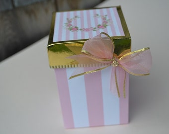 Pink and gold gift box, Party favors