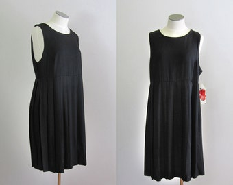 Vintage 1980s Deadstock LBD. 80s Minimalist Black Rayon Dress. 80s Pinafore Baby Doll Dress. Size Large