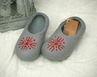 Grey felt slippers with blue decors woman, handmade wool slippers