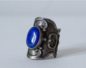 30% OFF SALE / 1970s vintage ring / sterling silver ring with lapis lazuli