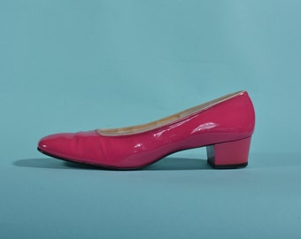 Vintage 1960s Shocking Pink Shoes - Patent Leather Pumps - Bridal Fashions Size