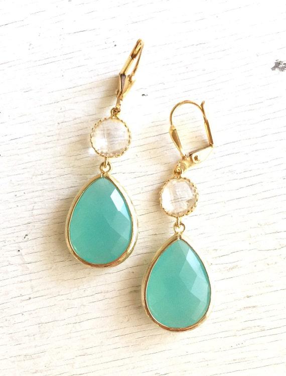 Aqua Mint and Clear Crystal Dangle Earrings in Gold. Bridesmaid Earrings. Dangle Earrings. Drop Earrings. Wedding Jewelry. Bridal. Gift.