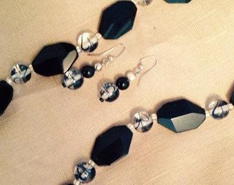 Black & white necklace/earring set