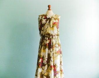 Vintage summer dress floral / green white multicolor / romantic feminine look / big collar round bow tie / sleeveless / long / medium